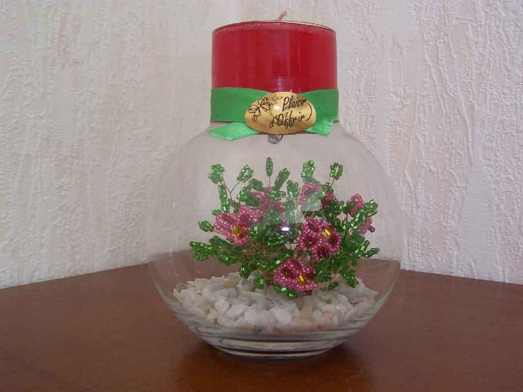 Цветы из бисера в гелевых свечах.